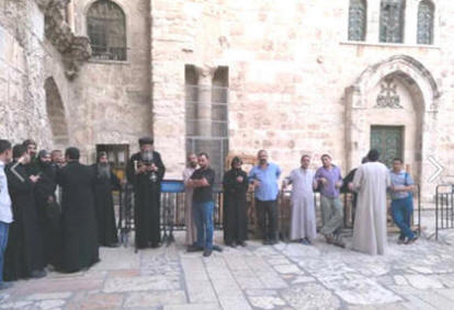 9fd3be9be7b19 ... احتجاجية أمام دير السلطان لمنع البدء فى الإصلاحات فى كنيسة الملاك  ميخائيل بدير السلطان
